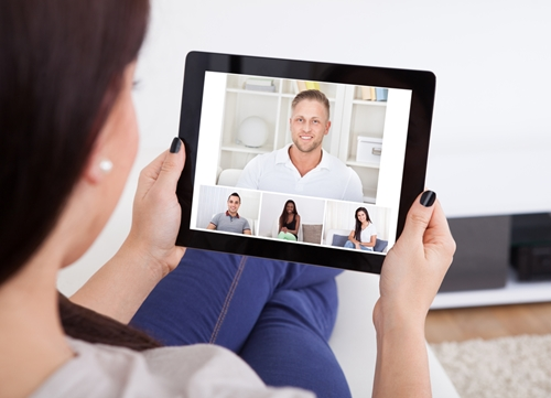 Live_video_chat_demonstrates_cross-channel_customer_service